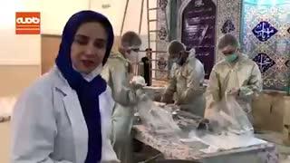 شبنم قلی خانی در حال پخش نذری در مسجد