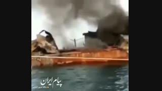 اولین فیلم از ناوچه کنارک بعد از اصابت موشک به آن در عملیات دریایی
