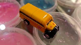 ماشین فلزی اتوبوس مدرسه