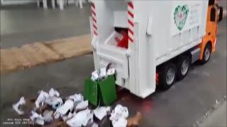 کامیون کنترلی حمل زباله Doublee E560-003/ایستگاه پرواز